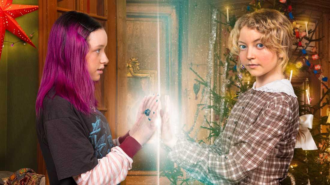 """Mira (Sarah Rhodin) till vänster och Rakel (Bibi Lenhoff) är huvudrollsinnehavarna i SVT:s julkalender """"Mirakel""""."""