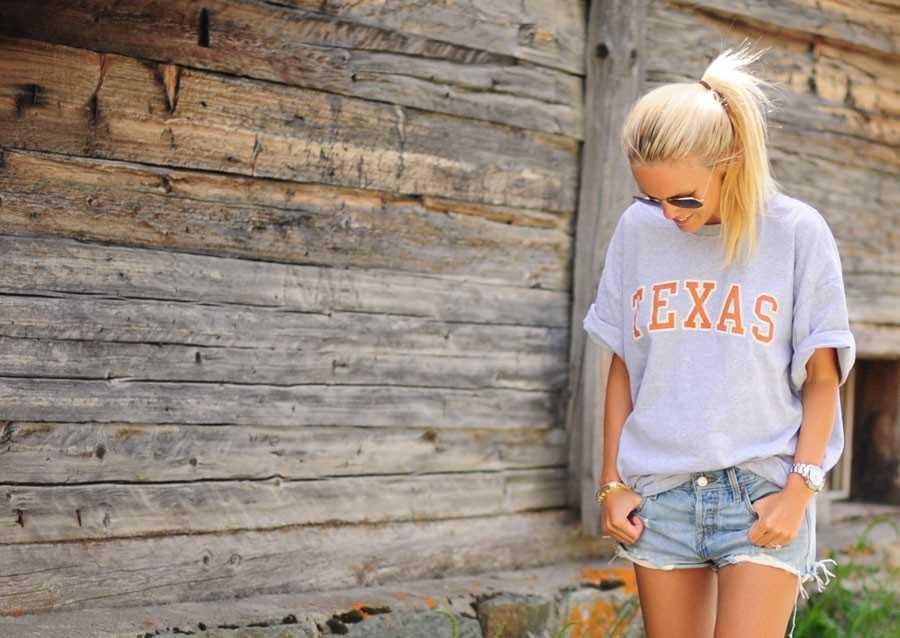 T-shirt - köpt i Texas, Shorts - Levi´s, Skor -  Minnetonka.