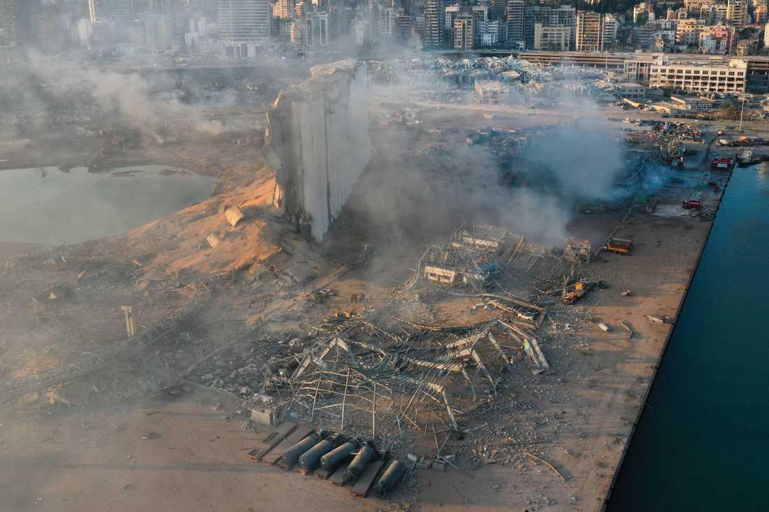 Hamnområdet i Beirut dagen efter explosionen.