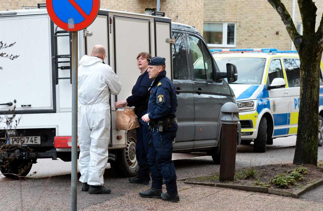 Under söndagen har polisens tekniker varit på platsen.