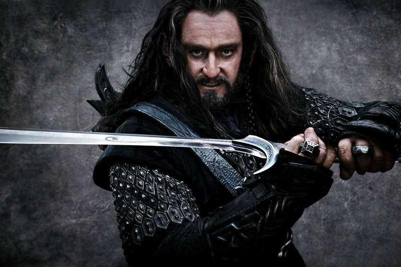 """Hamnar i ny strid I filmen """"Hobbit: En oväntad resa"""" slåss dvärgen Torin Ekenskölde (Richard Armitage) mot stenjättar och troll. I verkligheten gör hans efternamn Yvonne Ekenskjöld, 68, upprörd. Hon anser att det är för likt hennes eget och har sökt juridisk vägledning."""