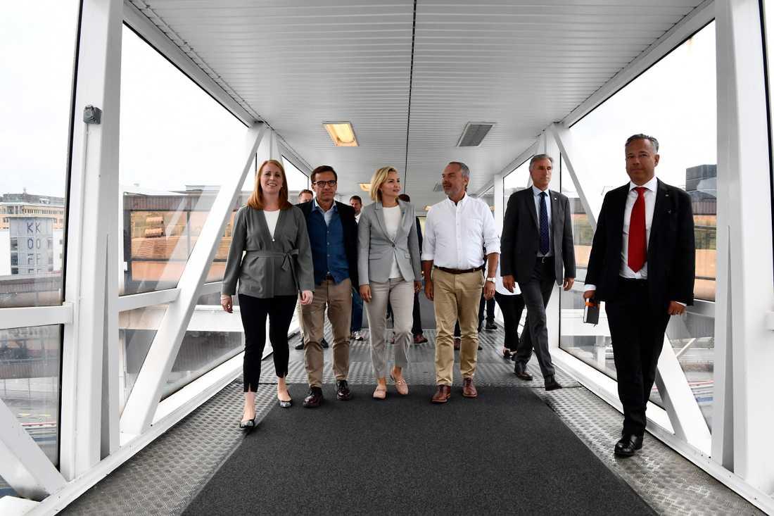 Alliansens partiledare fr v Annie Lööf (C), Ulf Kristersson (M), Ebba Busch Thor (KD) och Jan Björklund beasöker Stena Line i Göteborg.