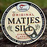 +++++ Falkeskog original matjessill Vikt: 200 g Pris: 10,50 Omdöme: En höjdare på midsommarbordet. Mild utan att vara mesig. Jämnt skägg med Klädesholmens.