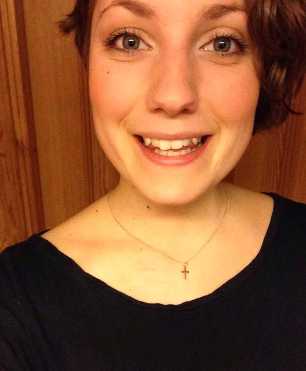 Sofia, 24, efterlyser nu kvinnan som bär hennes fars namn.