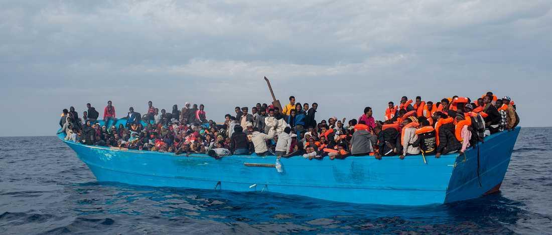 Migranter på väg över Medelhavet.