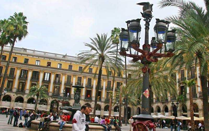 Barcelona i Spanien är Europas värsta stad när det kommer till ficktjuvar, här rapporteras över 300 stölder om dagen