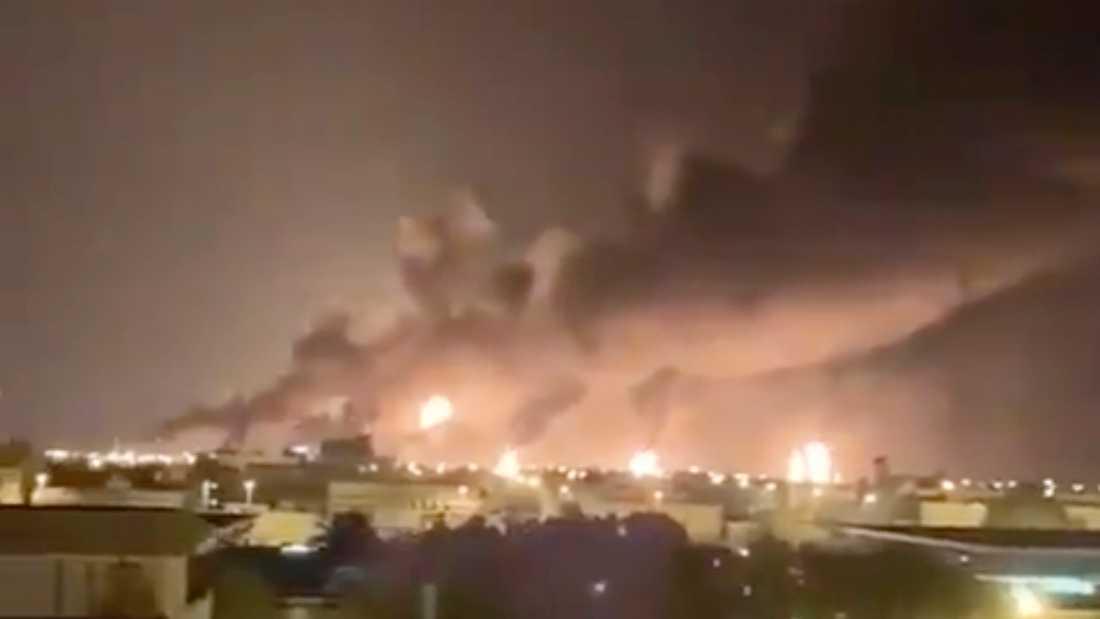 Rök ovanför Abqaiq-anläggningen i Saudiarabien.