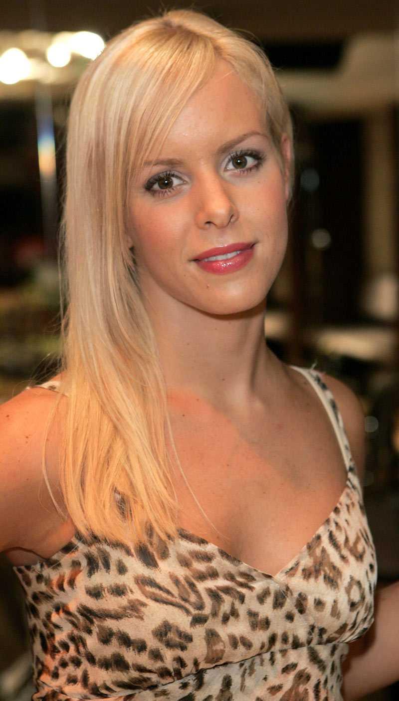 Playboy-modellen Isabel Edvardsson tar över efter Maria