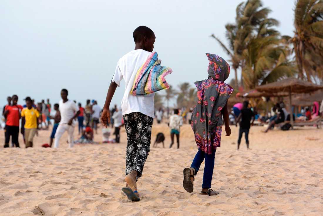 Turister som köper sex av barn är ett växande problem i takt med att vi reser mer. I Gambia är en del av problematiken att unga pojkar tvingas sälja sex till äldre män och kvinnor i turiststråken.