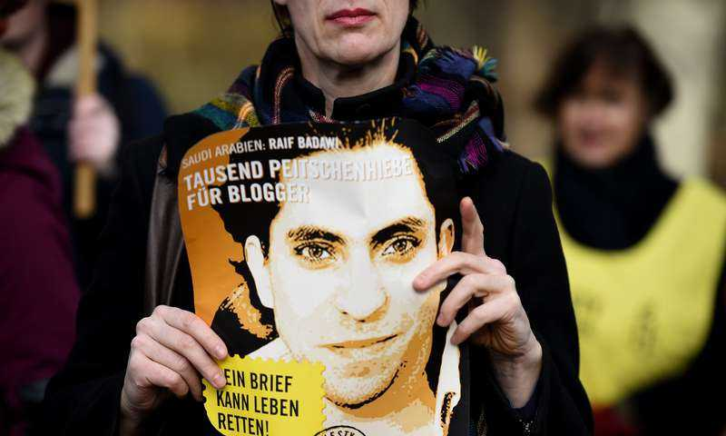 Den liberale saudiske bloggaren Raif Badawi, 31, ska piskas med 50 rapp varje fredag - i 20 veckor. Något som har väckt avsky världen över.