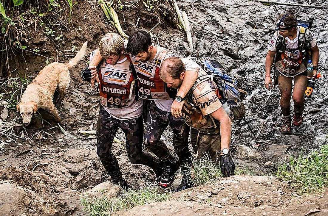Trots djup lera och ogenomtränglig djungel höll sig Arthur sida vid sida med Mikael Lindnord och lagkamraterna.