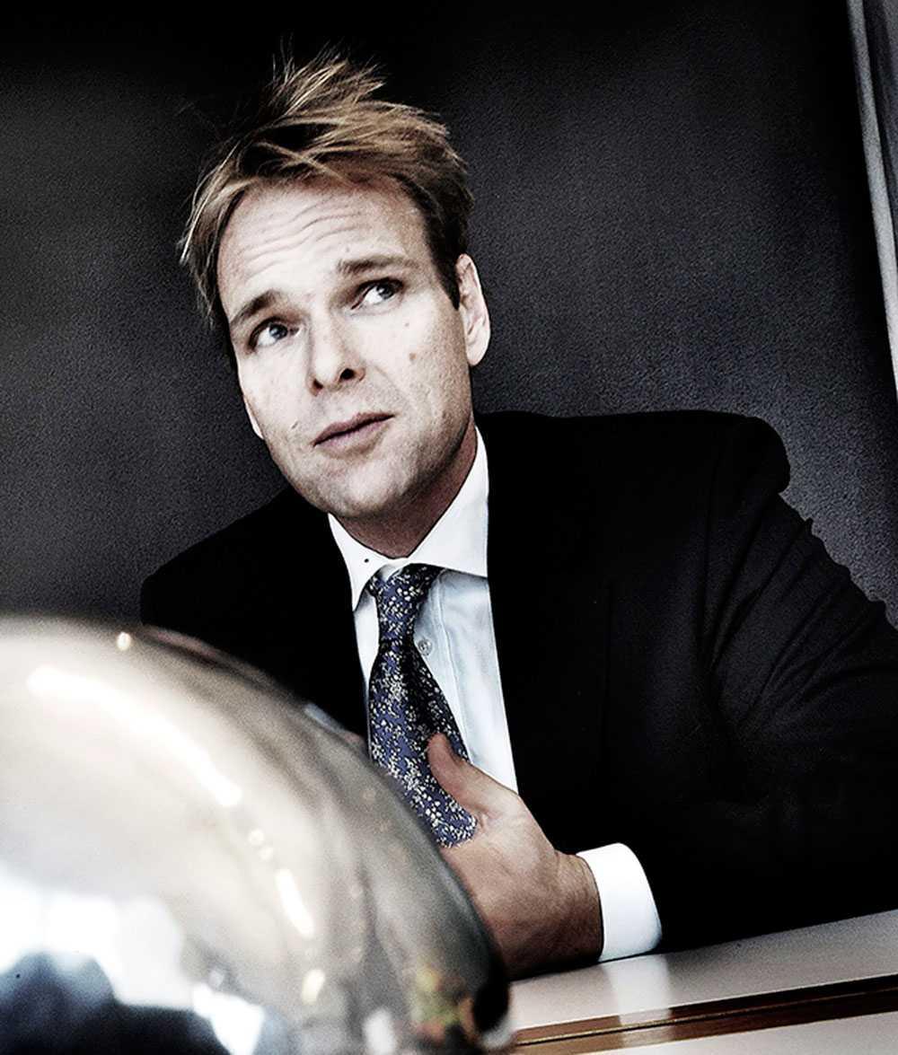 Jonas Bonnier, Annas halvbror.