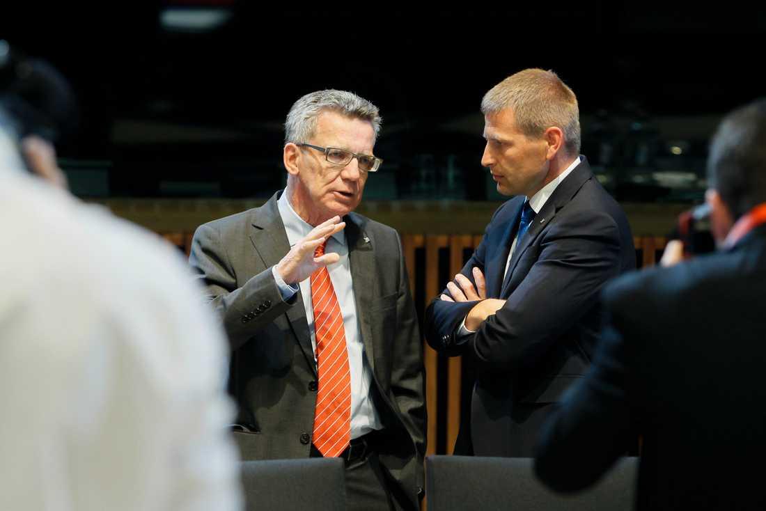 Tysklands inrikesminister Thomas de Maizière i samtal med Finlands inrikesminister Petteri Orpo.
