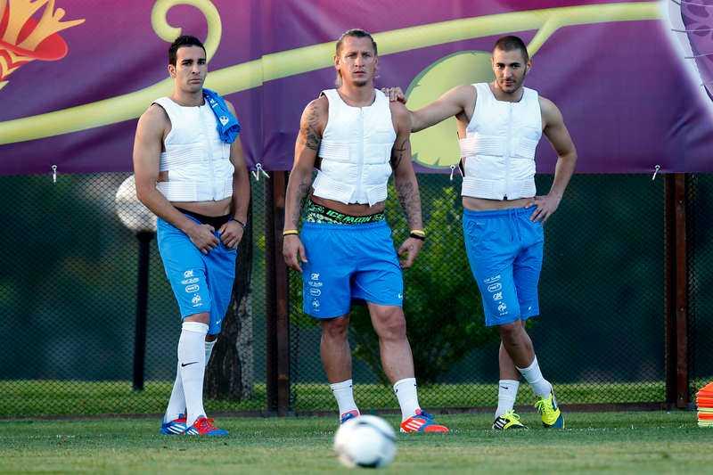 Adil Rami, till vänster, tillsammans med landslagskollegorna Philippe Mexes och Karim Benzema.