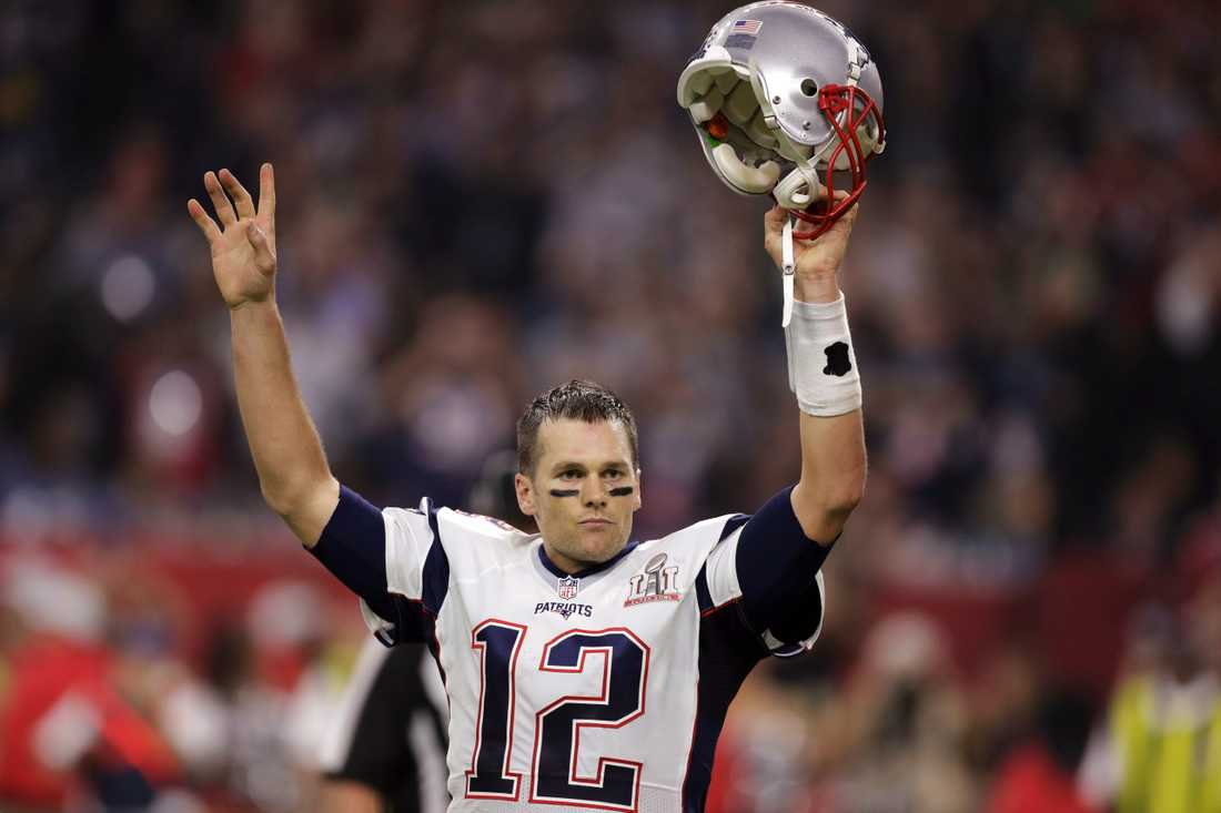 New England Patriots Tom Brady firar en touchdown.