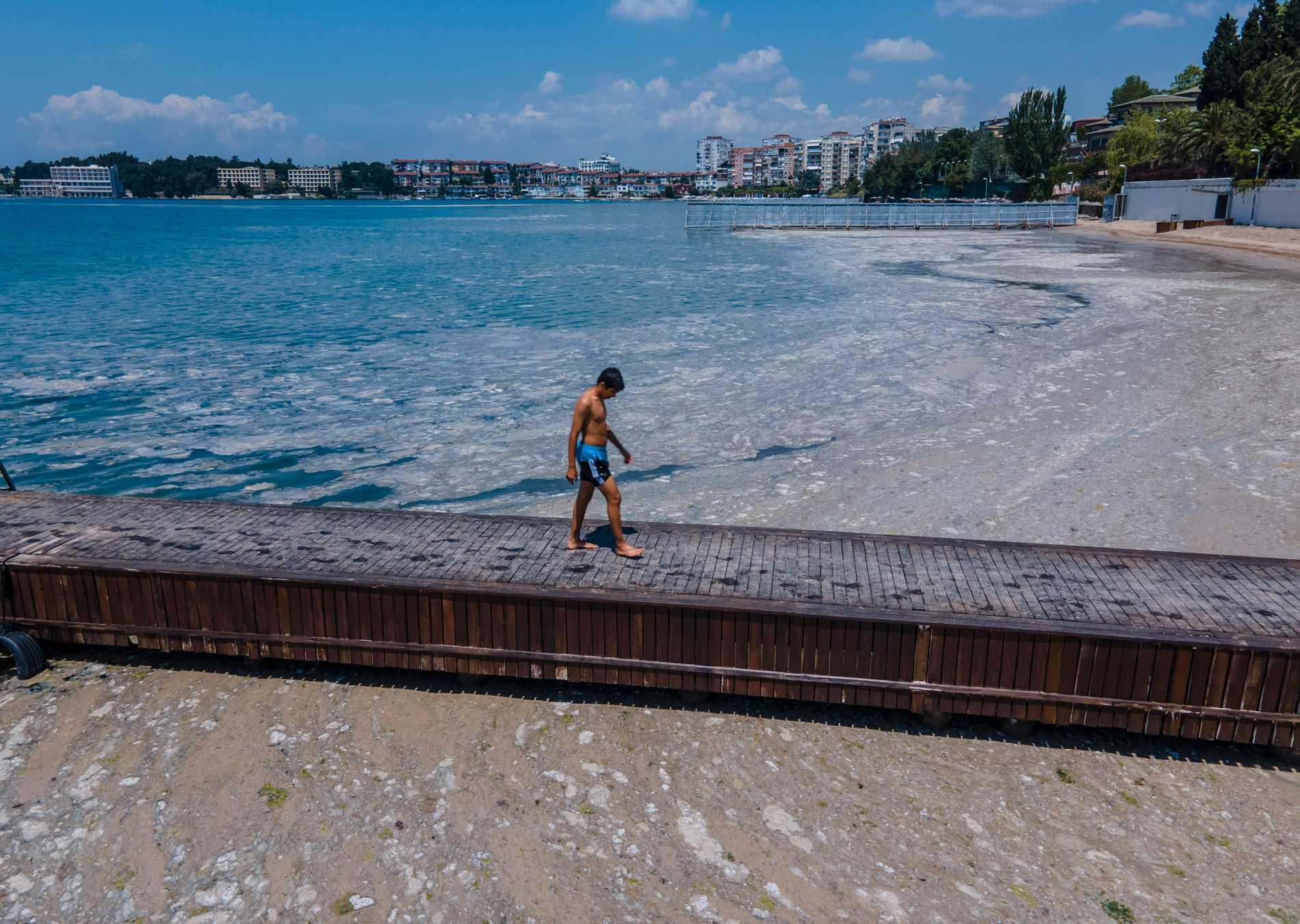 Det finns en oro i Turkiet över att sjösnoret ska sprida sig från Marmarasjön till Svarta havet.