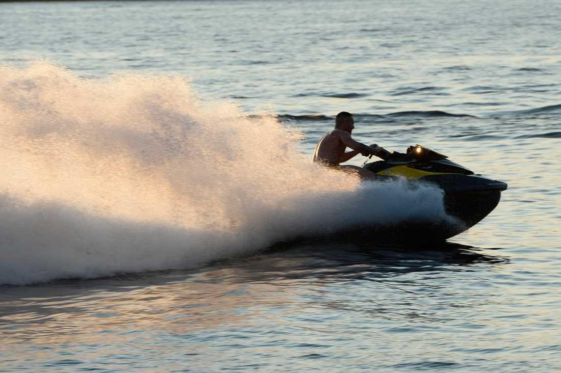 Att åka vattenskoter är det roligaste som finns, skriver Jonatan Unge.