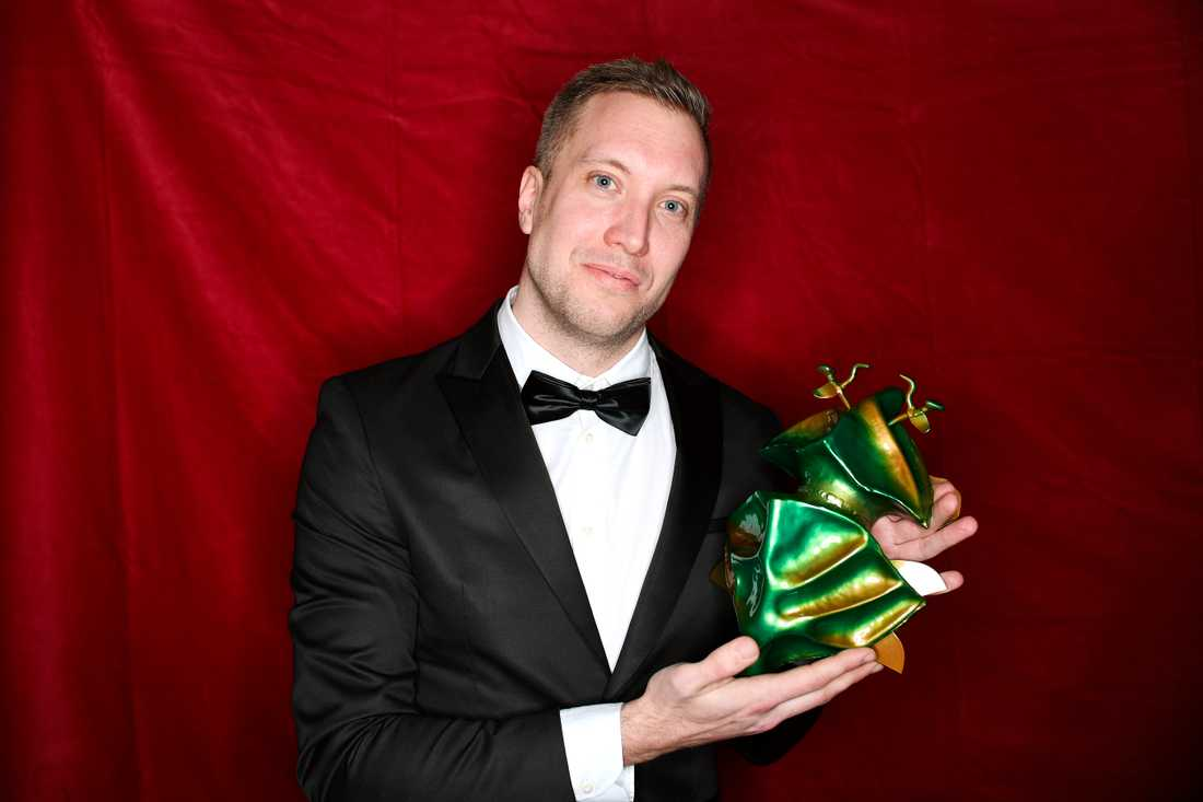 """Kristoffer Jönsson får pris för bästa foto för filmen """"Träddgårdsgatan""""."""