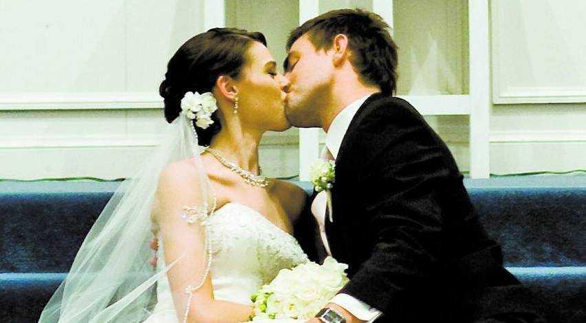 parade sig till bröllopet Amerikanskan Katy Kruger fick sin första kyss någonsin när hon och maken Ernie gifte sig. Hon hade tidigt bestämt sig för att han skulle vara den enda man hon någonsin kysst.