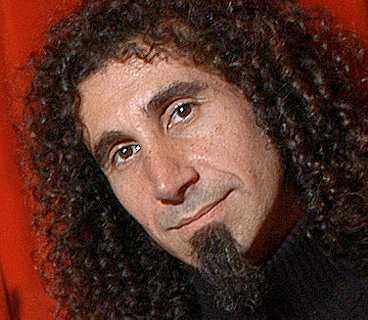 Serj Tankian intar scenen på Hultsfred idag.