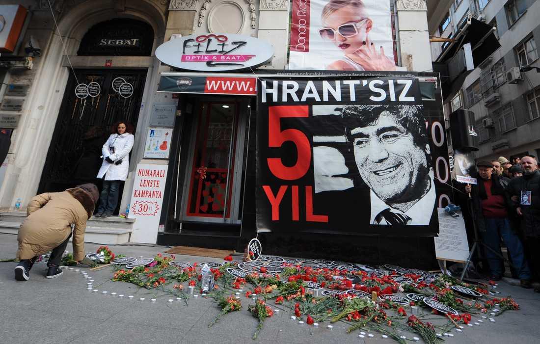 Mordet på journalisten Hrant Dink uppmärksammades vid tidningsredaktionen 2012, fem år efter hans död. Arkivbild.