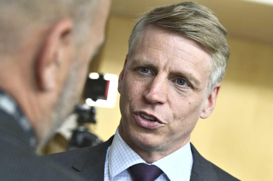 """Finansmarknadsminister Per Bolund (MP) föreslår sanktioner mot storbanker som inte erbjuder kontanthantering """"i betryggande utsträckning"""". Arkivbild."""