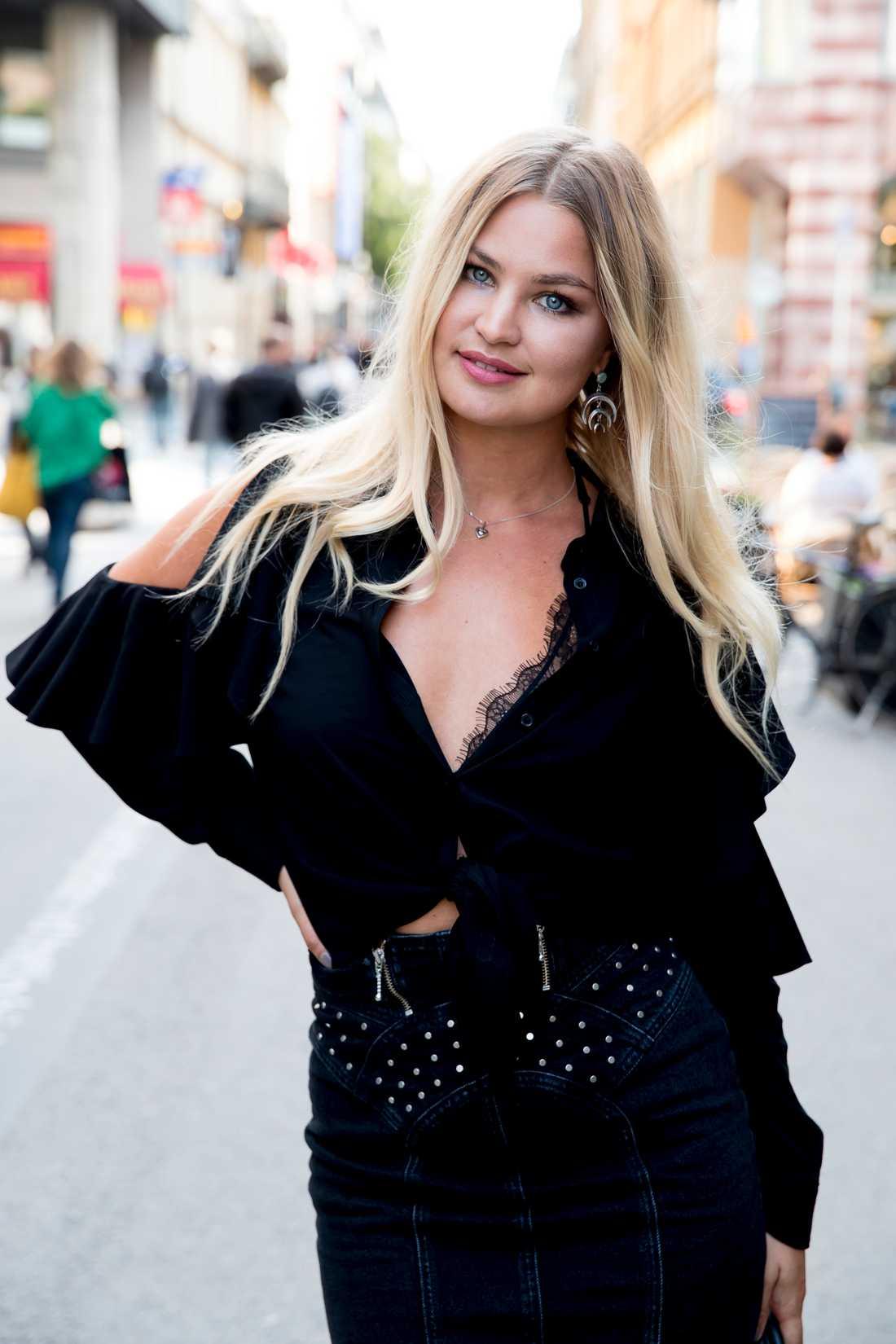 """Jennifer Åkerman är ny i """"Svenska Hollywoodfruar"""" på TV3."""