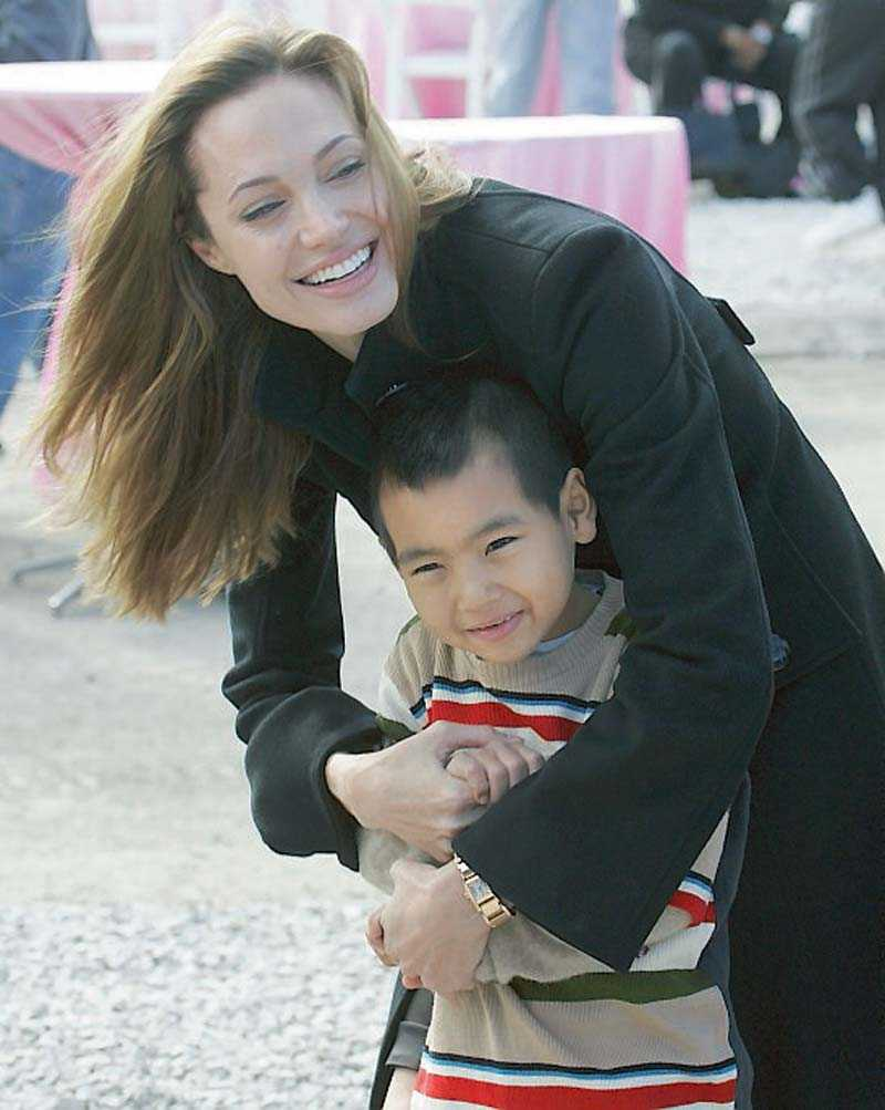 Angelina med äldsta sonen Maddox.