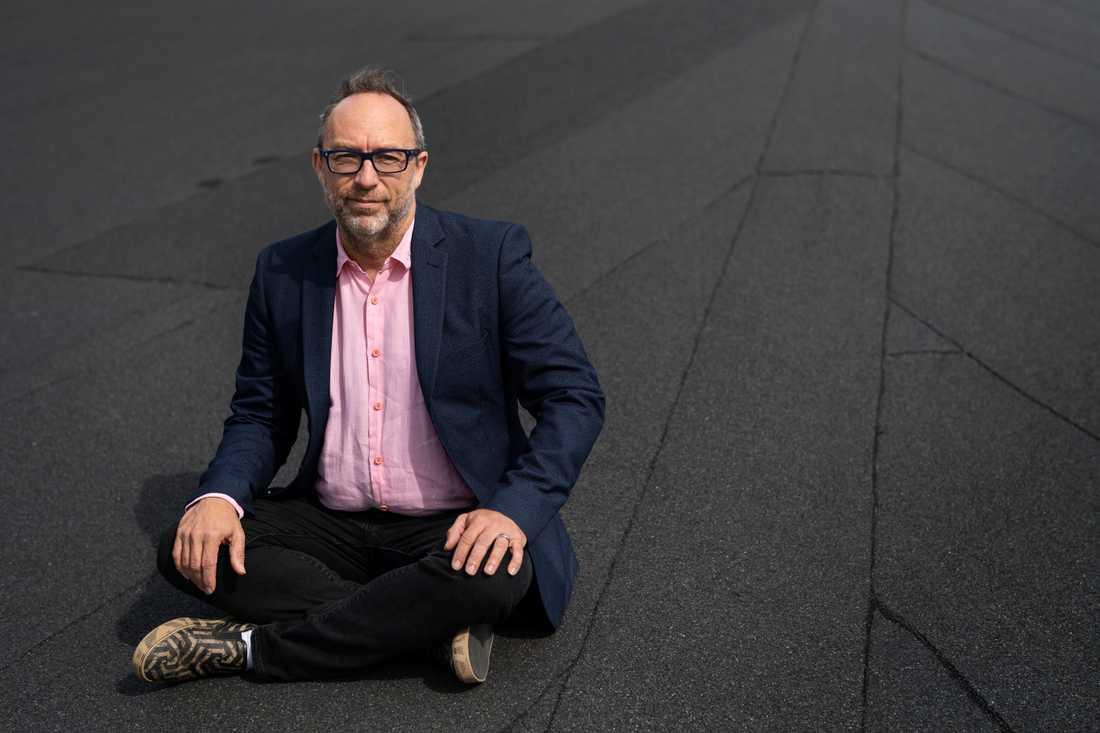 För 18 år sedan startade Jimmy Wales och hans kollega Larry Sanger Wikipedia, som blivit världens femte mest välbesökta sajt.