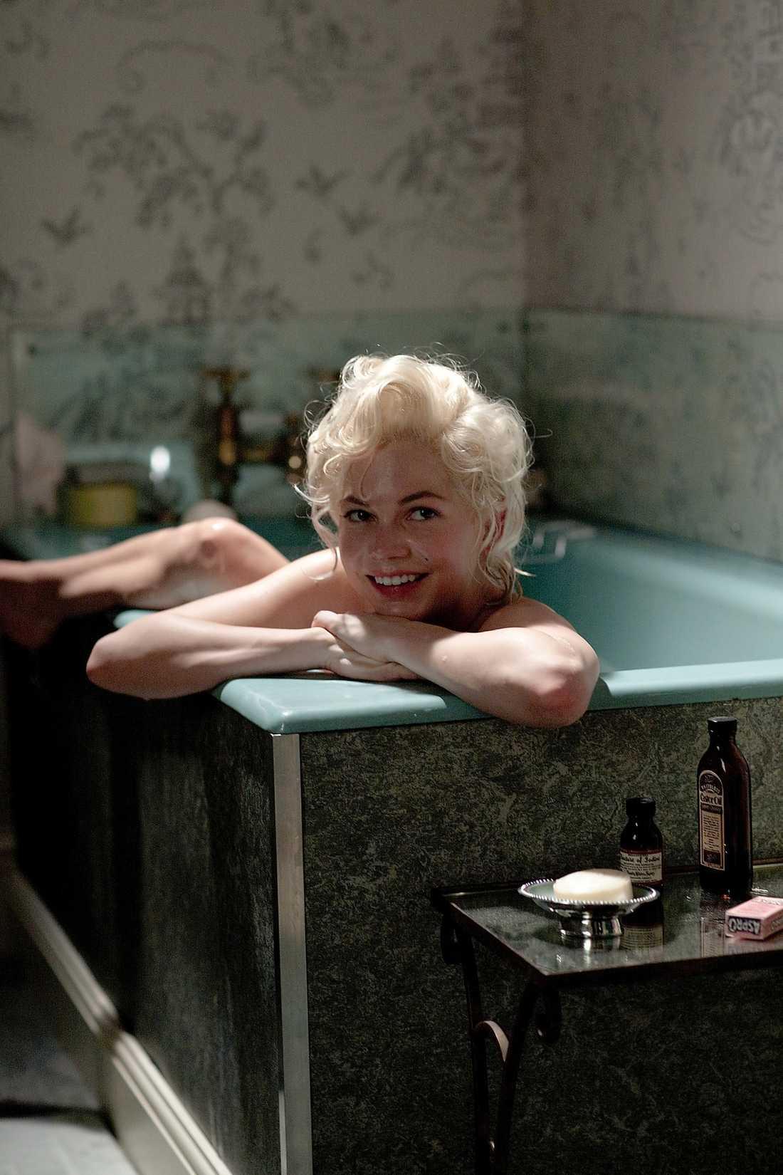"""... och kopian Michelle Williams som Marilyn Monroe i filmen """"My week with Marilyn"""" som har Sverigepremiär i kväll."""