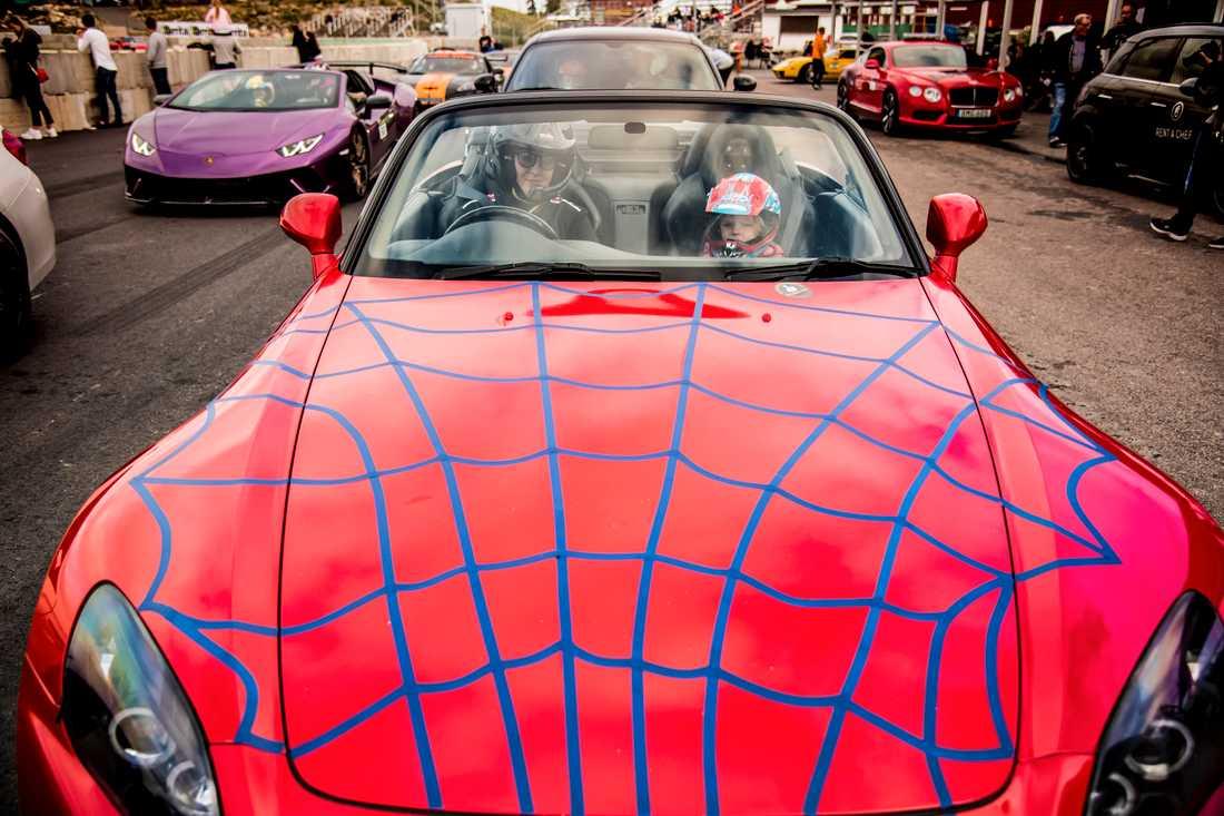 Spidermanbilden fick barnen att tjuta av glädje.