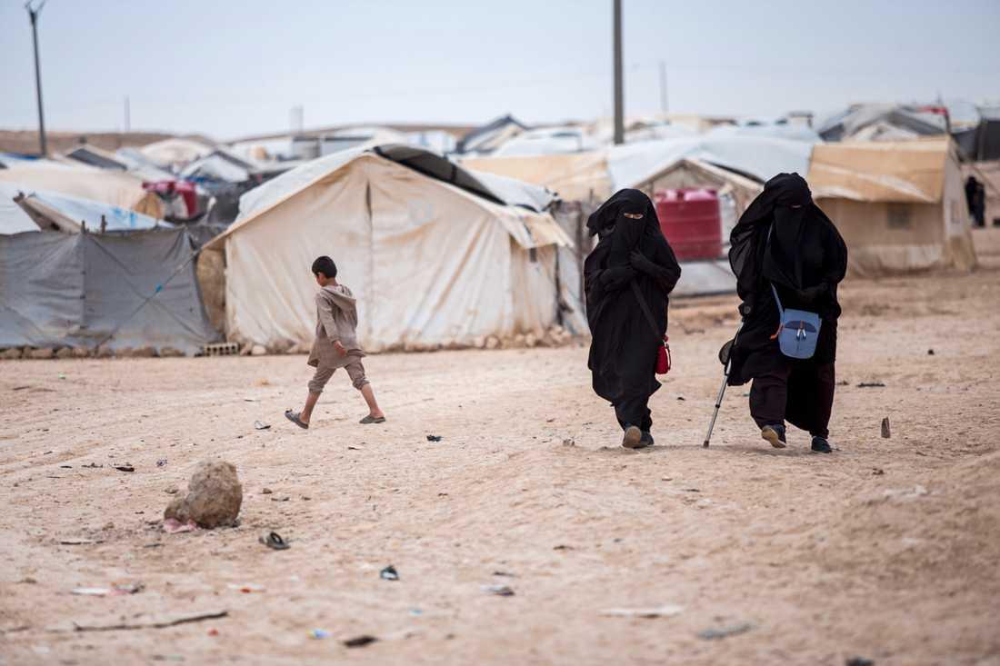 Runt 60000 flyktingar, däribland familjer och IS-anhängare, bor i lägret al-Hol i norra Syrien. Många av dem är utländska medborgare. Bild från 1 maj.