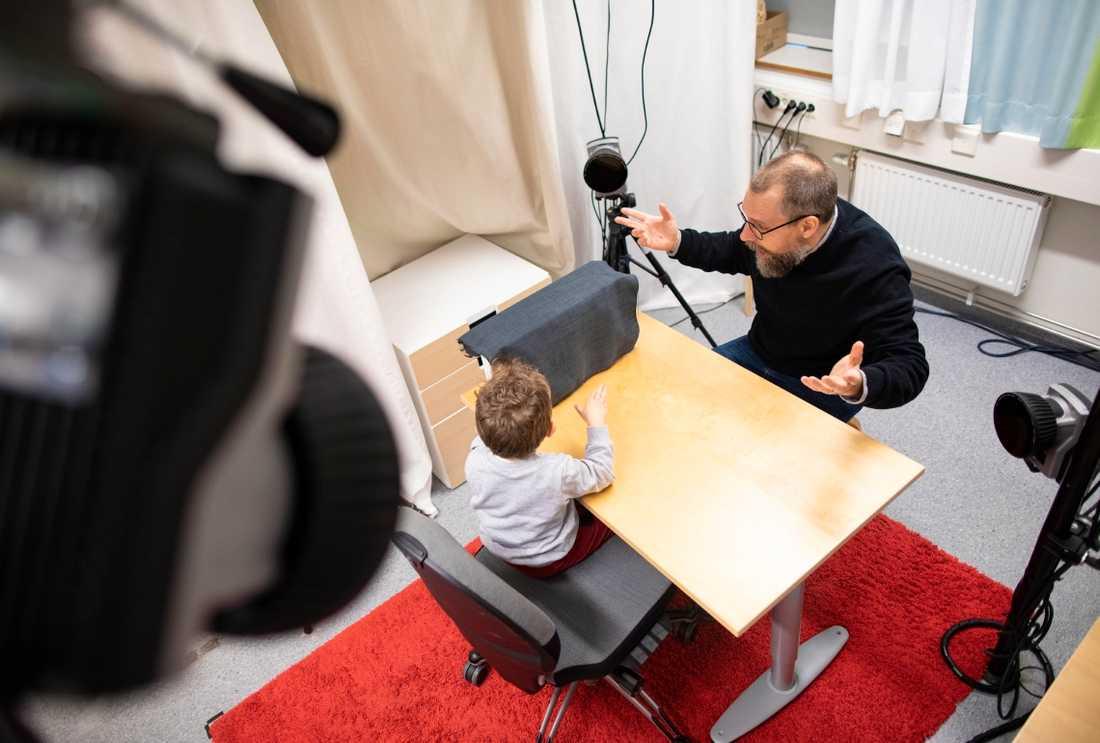 Gustaf Gredebäck från Uppsala Barn- och Babylab medverkar i dokumentärserie om bebisars utveckling.