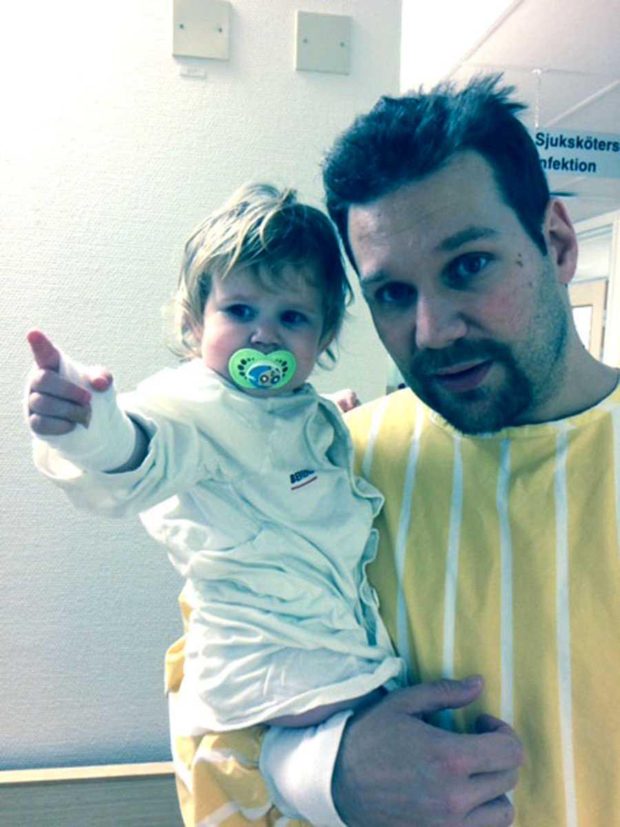 Elsie och pappa Daniel På sjukhus inför en undersökning