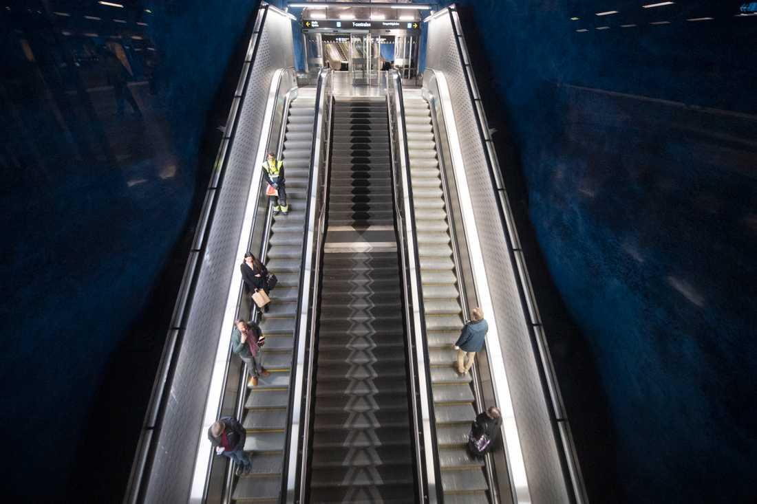 Resandet med kollektivtrafiken har minskat, men SL vill att ännu färre ska resa.