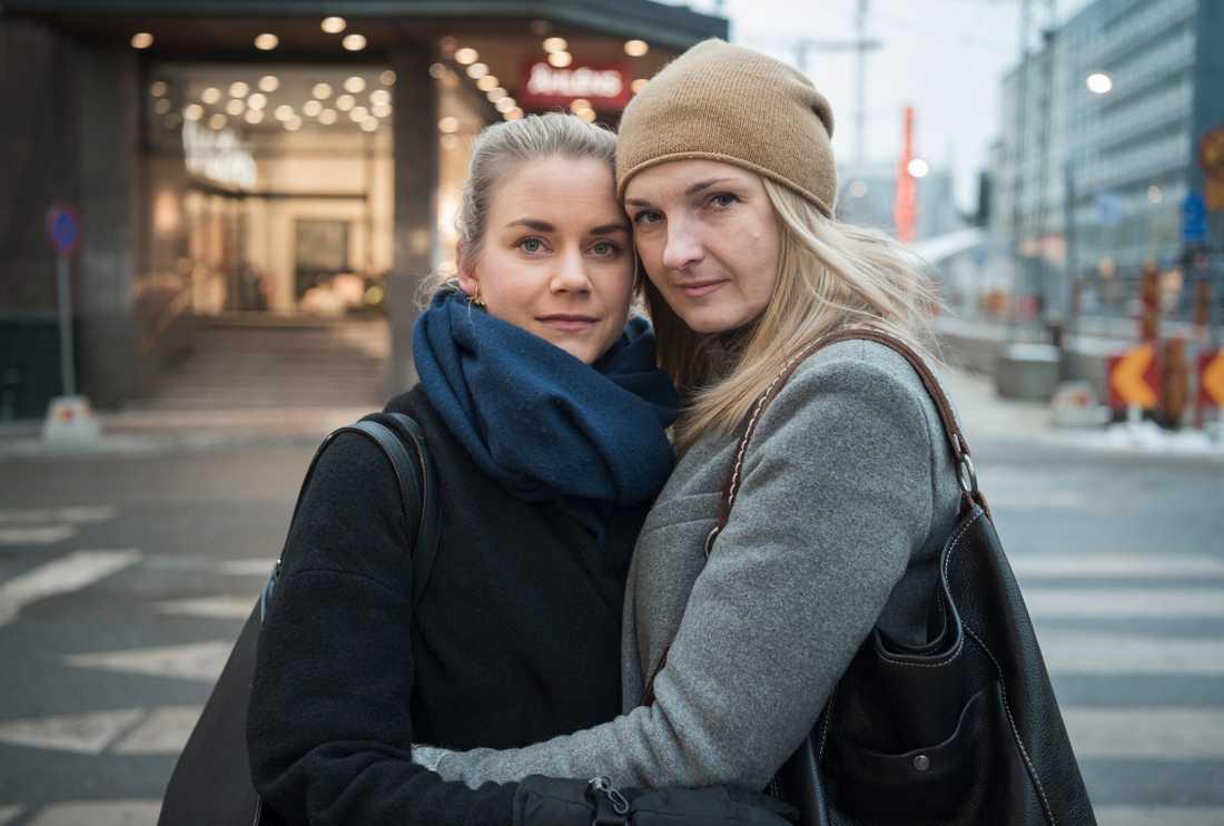Kristina Malmqvist och Iryna möts för första gången på platsen för terrorattacken.