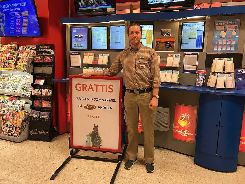 Jonas Söderlind, 29, satte alla rätt på Top 7 och spelade in 955 000 kronor som elva andelssköpare i butiken får dela på.