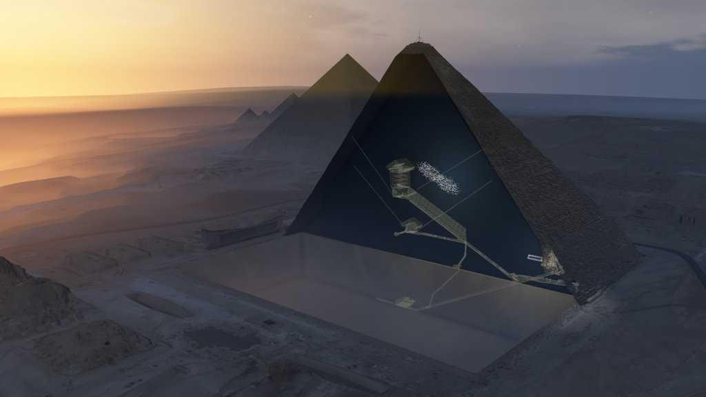 """Genom att använda sig av myoner, små partiklar med förmåga att tränga genom sten, har forskarna upptäckt ett stort hålrum inuti Cheopspyramiden. Hålrummet är minst 30 meter långt och är åtminstone lika brett som det """"stora galleriet"""" som löper upp till Konungens kammare. Detta är den första större struktur som upptäckts inuti denna pyramid sedan 1800-talet."""