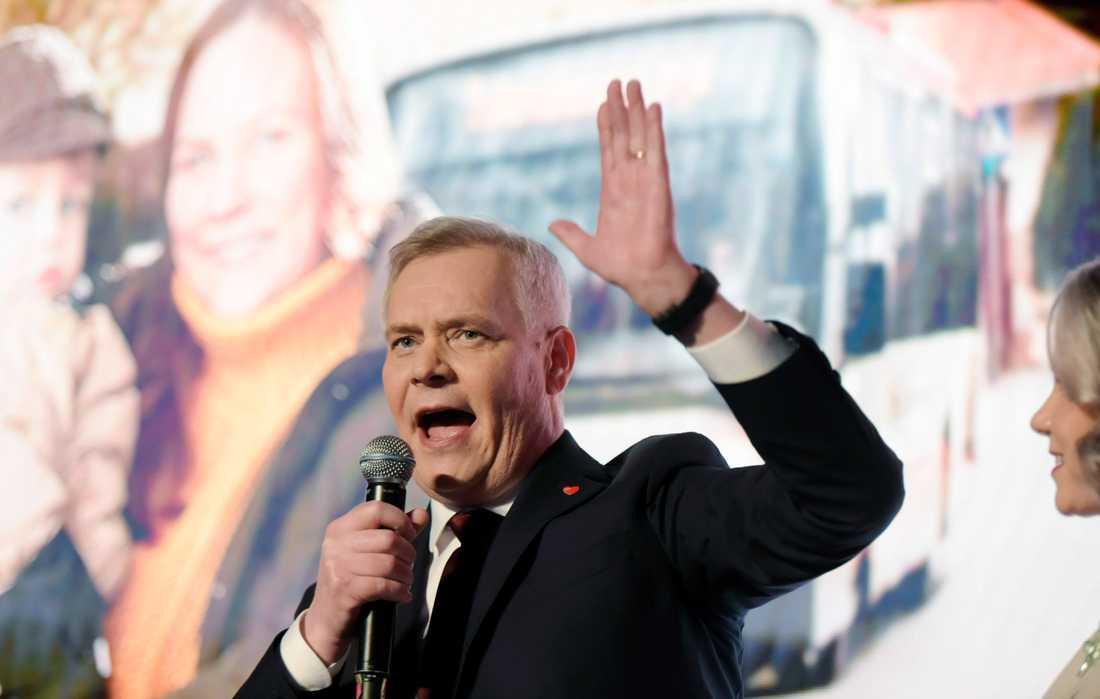 Antti Rinne kan petas som Finlands statsminister och det största samarbetspartiet säger sig sakna förtroende för honom. Bilden är tagen vid riksdagsvalet i april. Arkivbild.