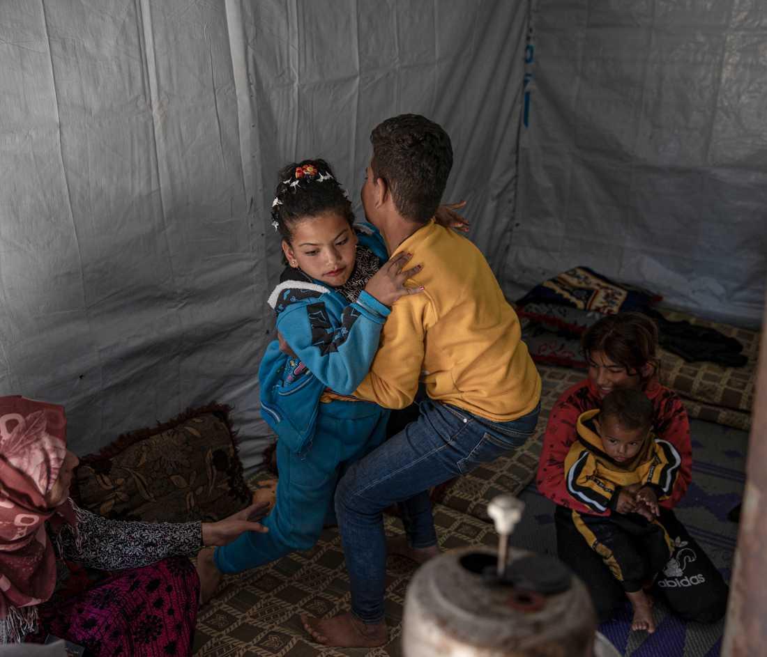 Nour Jeddo är 9 år och bor i ett flyktingläger i Libanon. Flyktingläger runtom i världen riskerar katastrof i coronakrisens spår, liksom alla andra i världen som lever i fattigdom.