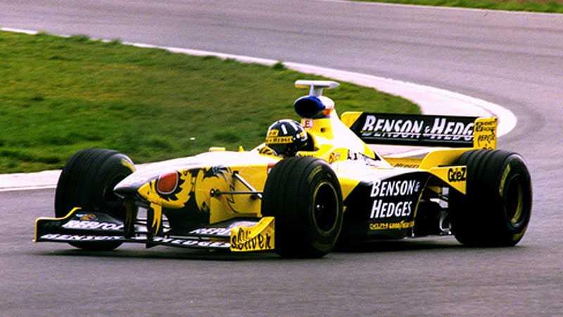 7. Jordan-Honda 198 Ralf Schumacher och Damon Hill körde 1998 en riktigt ful insekt med två märkliga vingar. Bilen känns mest som en mycket irriterande geting... men den lyckades bara pricka rätt en enda gång. På Spa.
