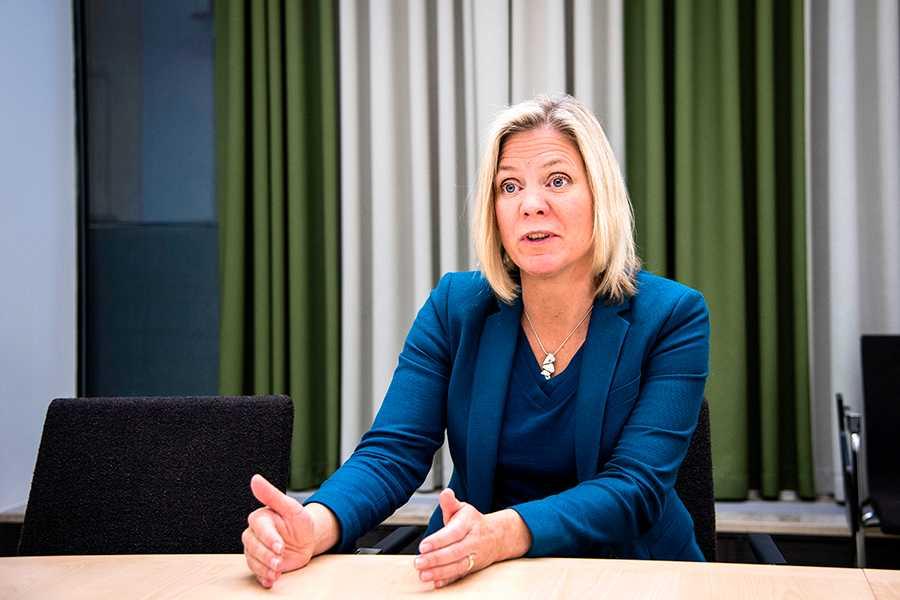 Finansminister Magdalena Andersson: Vi måste se över våra kostnader och se vad vi kan spara på.