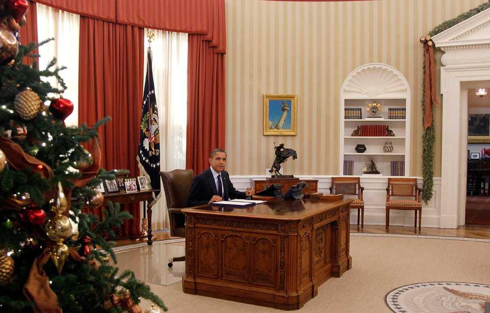 Än så länge vet vi inte om Barack Obama fortsätter vara president i USA i fyra år till. Om han inte blir omvald kan han åtminstone se tillbaka på ett prydligt, juldekorerat, skrivbord.