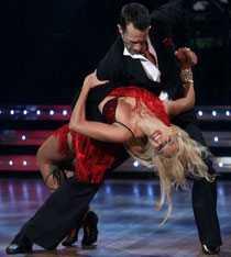 Laila Bagge och danspartnern Tobias Wallin.