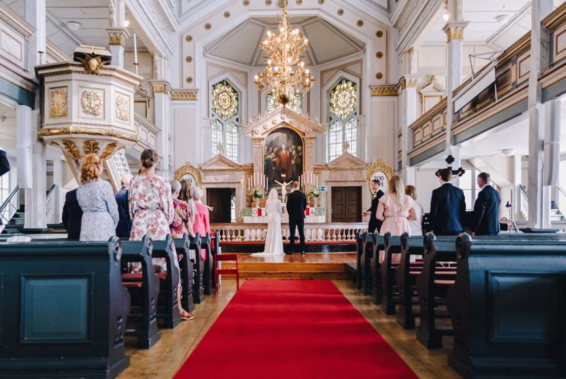 Mattias Ekholm och Ida Björnstad gifte sig på midsommarafton i Stensele kyrka utanför Storuman i Lappland.