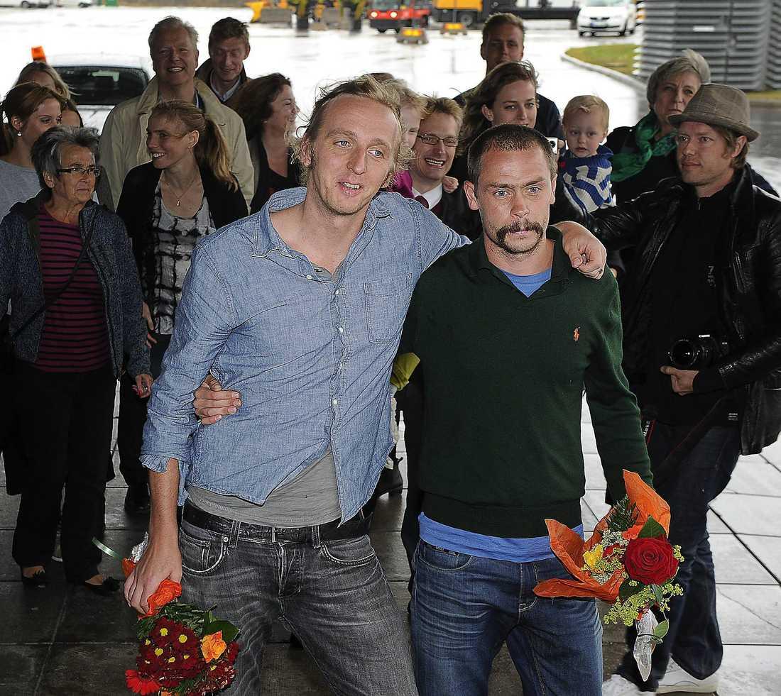 Så blev de fria. Martin Schibbye och Johan Persson landar i Sverige i september 2012 efter 14 månader i fängelse.