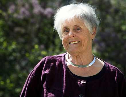 """Elsie Johansson har skildrat en äldre kvinnas längtan efter närhet i """"Sin ensamma kropp"""""""