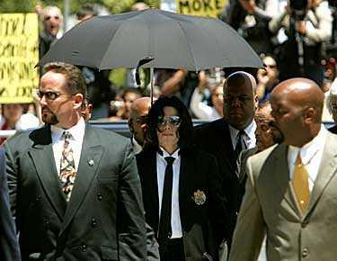 Juryn friade popstjärnan Michael Jackson på samtliga tio åtalspunkter.