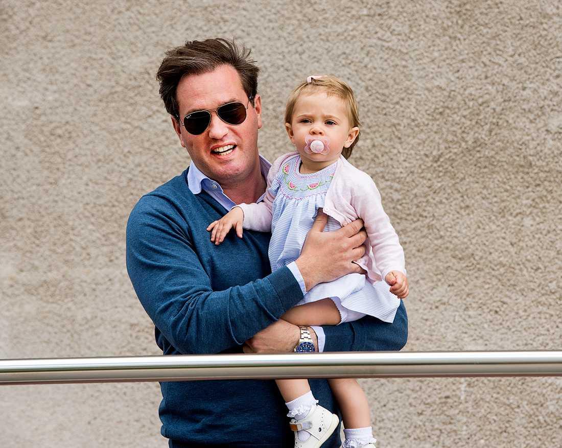 Chris med dottern Leonore.