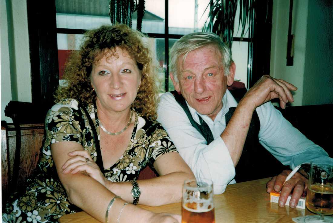 Tysken Friedhelm Hilbert dog 2013, 75 år gammal. Här är han med sin flickvän.